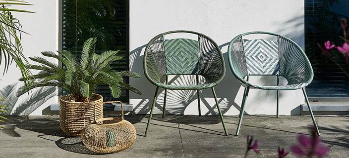 interieur styling tuin groene stoelen